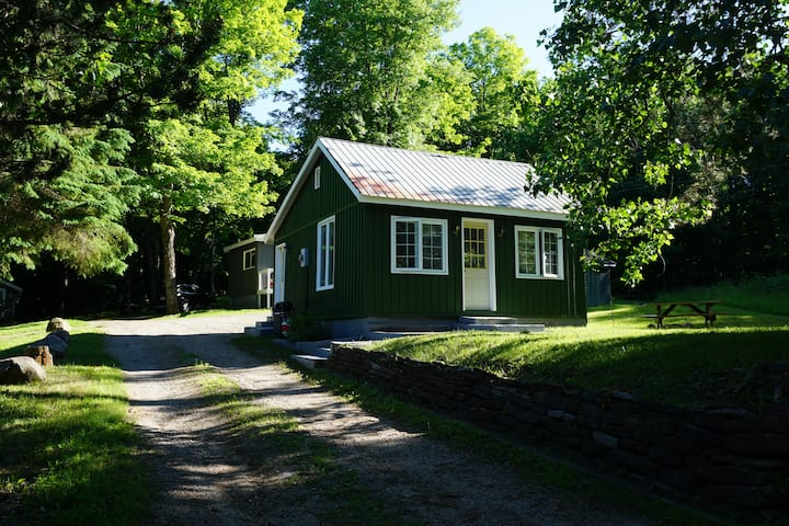 Pine Cabin- 2 Min to Lakes/Snowmobile Trails