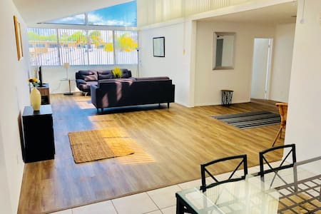 Big 3Bedroom Right Off Santa Monica Beach
