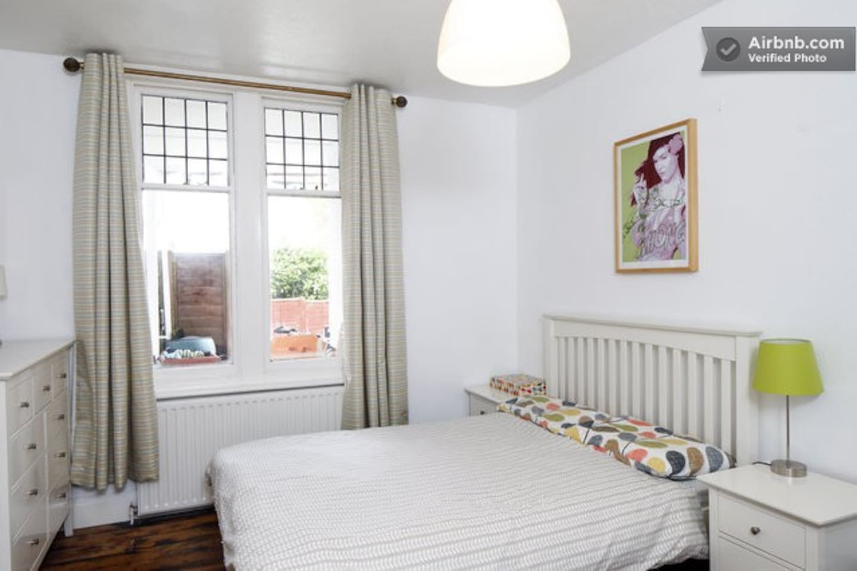 Beautiful, quiet and private bedroom overlooking private garden