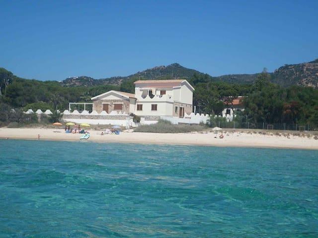 CASA in VILLA SUL MARE - Santa Margherita di Pula - Huis