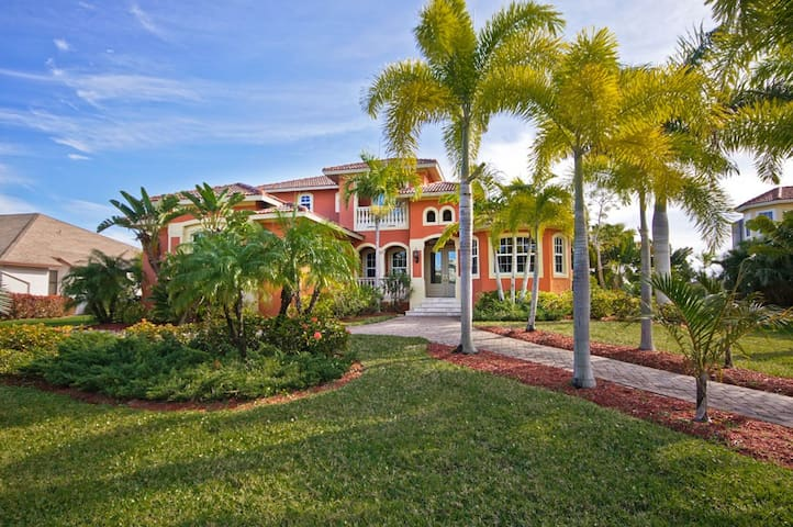 Florida Dream Home on Golf Course - Fort Myers - Villa