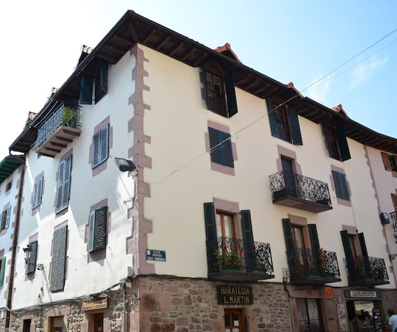 House built in 1537. Reformed. - Santesteban