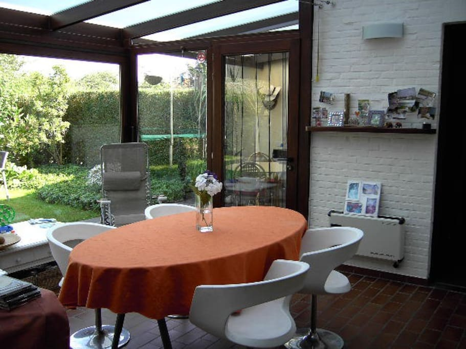 luminous veranda/winter garden to enjoy your breakfast/meals or just a nice cup of coffee or tea with a view on the garden