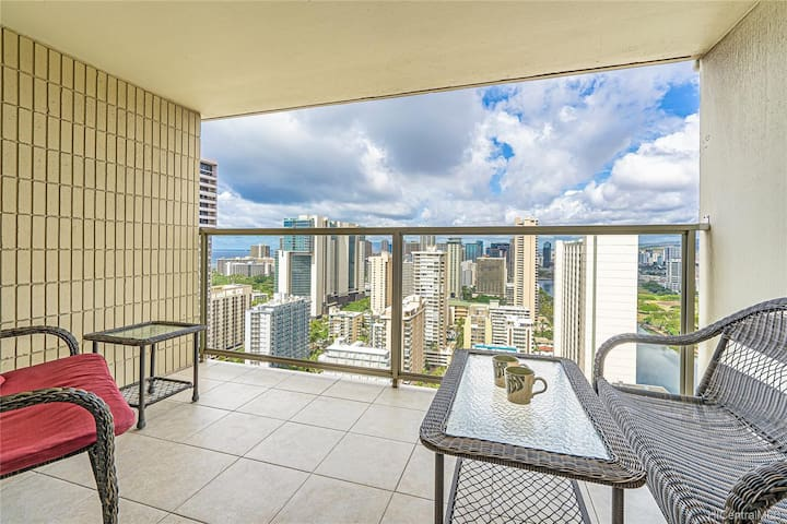 High floor, Newly furnished Condo at Island Colony in Waikiki!