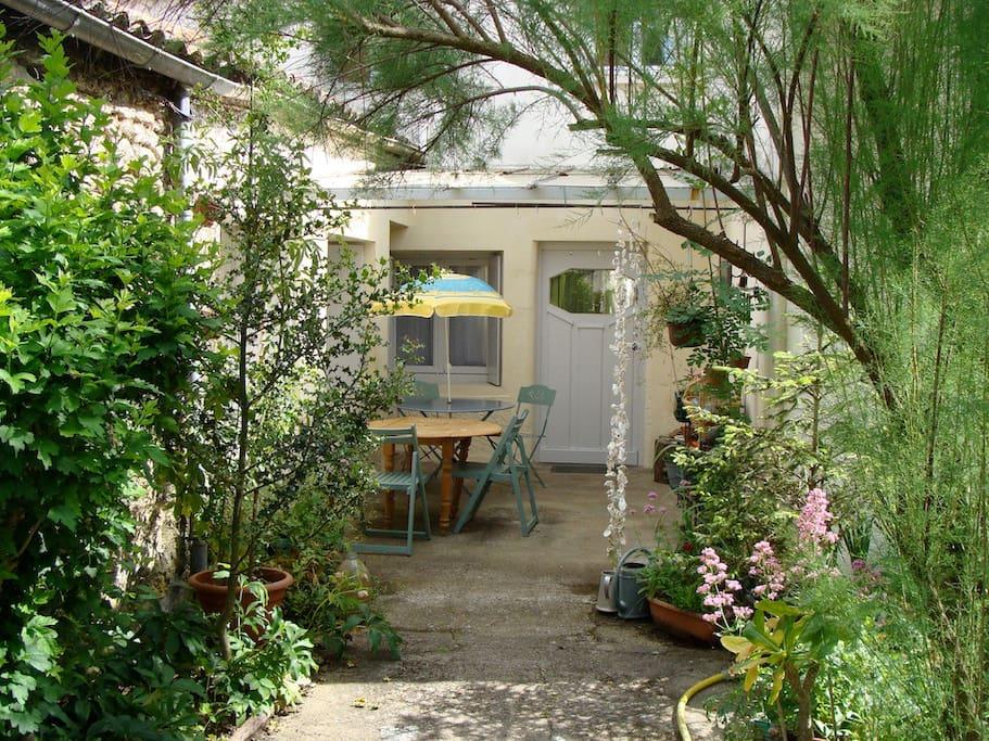 Entrée, patio intérieur sous véranda