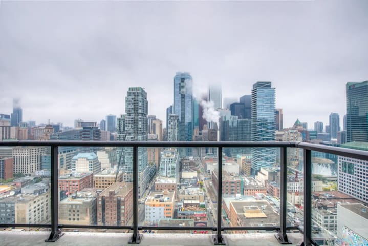 Signature HighRise 1BR in Core Downtown Toronto