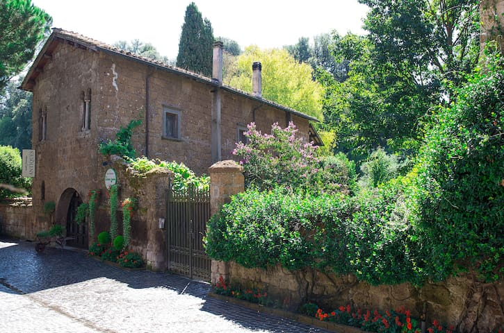 Etruscan Garden Retreat and B & B