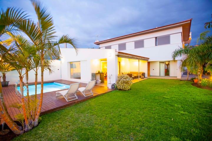 Lujosa villa en Puerto de la cruz con piscina
