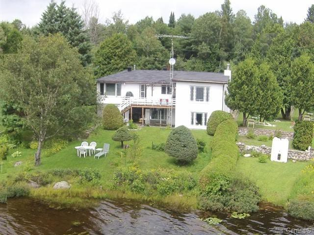 Villa Isabelle -Lemery Lake: calm and spacious