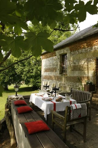 Romantic Cottage in the Countryside - Écrainville - Talo