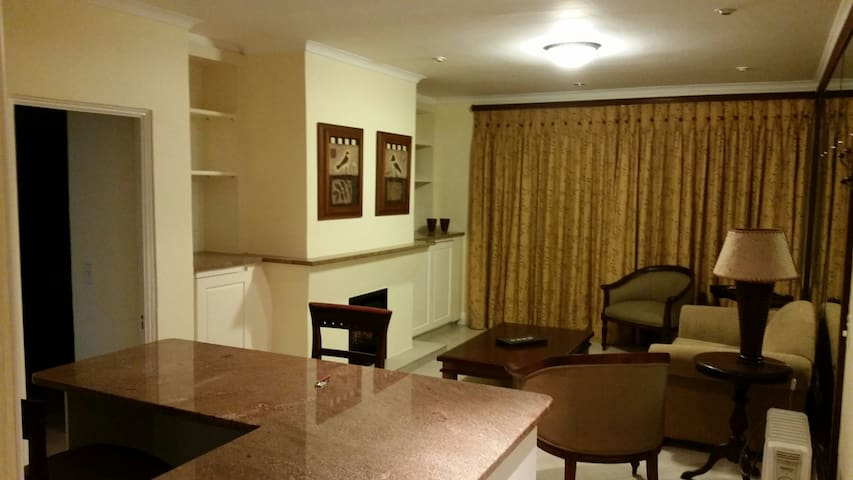 Clean Upmarket Apartment - Sandton - Lägenhet