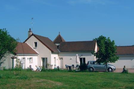 Vakantiehuis in de Bourgogne - Antully