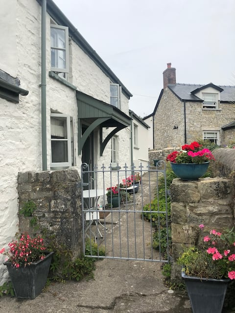 Garden View: Your Llantwit home from home