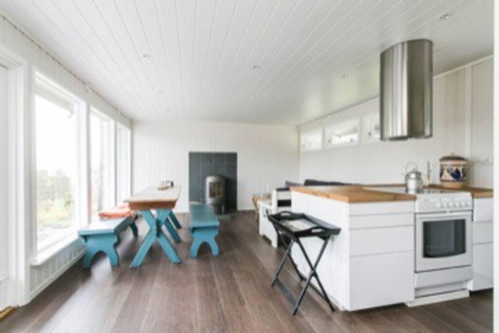 Åpen løsning, stue og kjøkken