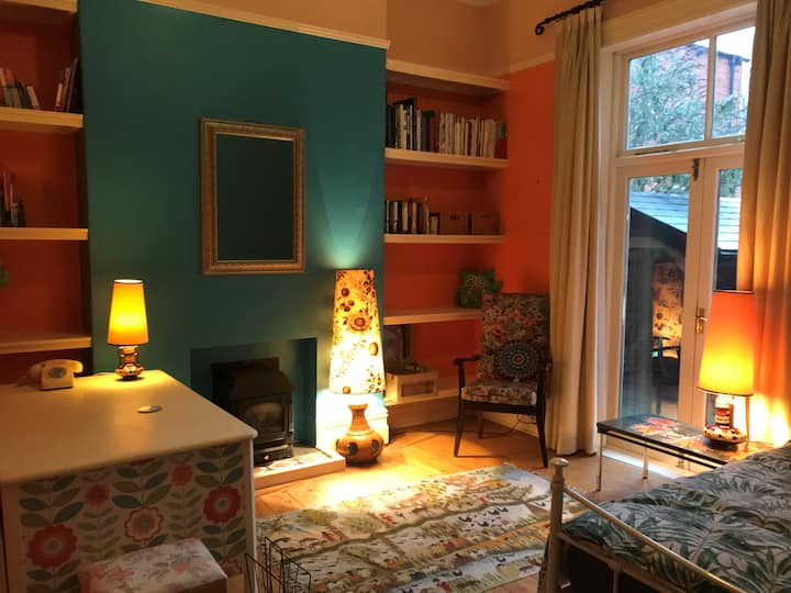 Double bedroom and study with garden access