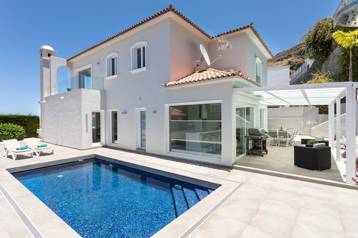 Villa Pinalito - heatable private pool. BBQ, wifi