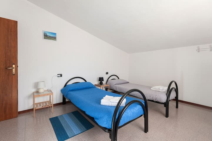 Blu Double Rooms, with common bathrooms - Compiano (pr) - Aamiaismajoitus