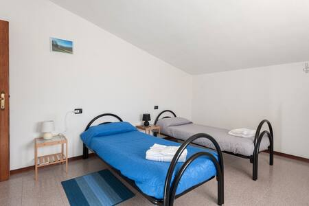 Blu Double Rooms, with common bathrooms - Compiano (pr)