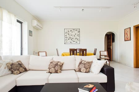 Large apartment close to center - Ymittos