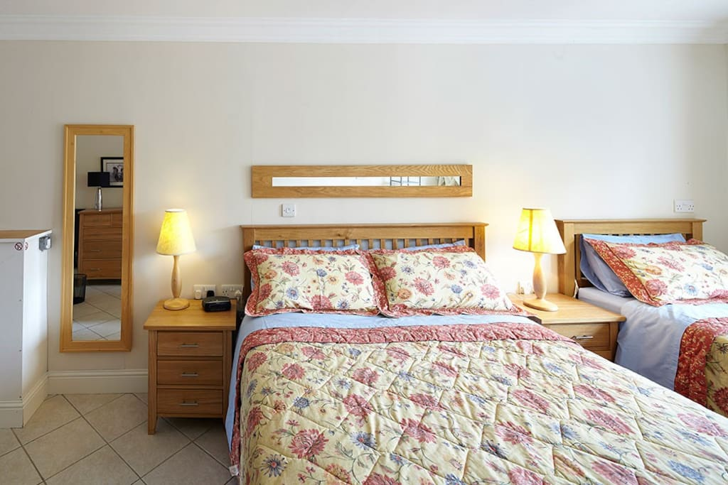 bedroom, with both king size and single bed
