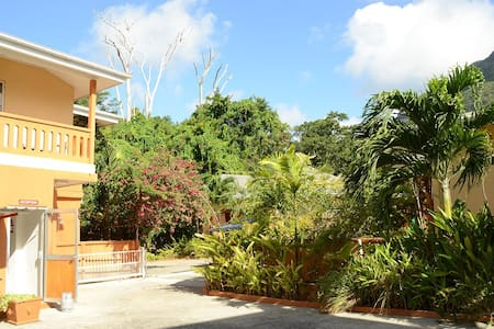 One Bedroom Apart - B.Vallon  Room2 - Beau Vallon