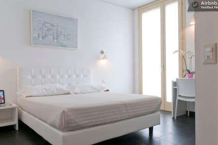 Double Room (private bathroom) - Mantova - Aamiaismajoitus