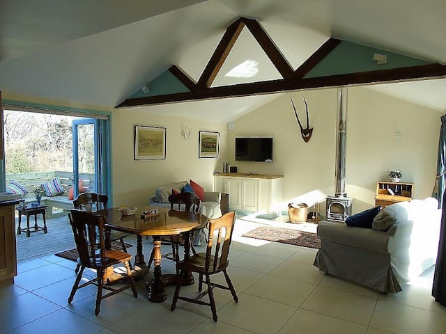 Stylish Cottage, Glorious views, 4* Gold rated - East Sussex - House