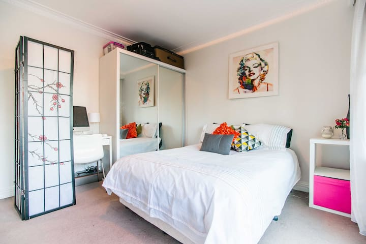 Waldorf Hotel 1 Bed Apartment - Pennant Hills