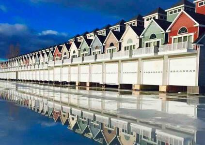 Waterfront Luxury Boathouse Villa in 1000 Islands