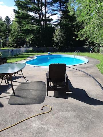 Maison de campagne, grand terrain avec piscine