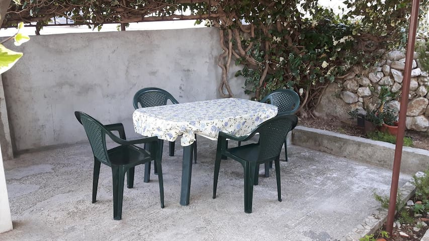 One bedroom apartment with terrace Stanići (Omiš) (A-12366-b)