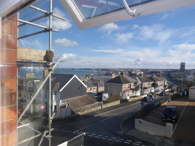 Central flat, sea views, parking and dogs welcome