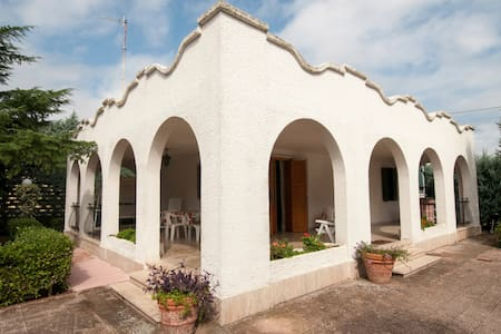 A quite and nice country house - Bisceglie