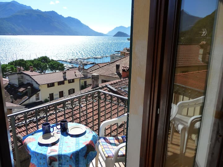 Big apartment with wonderful view lake , Wifi free