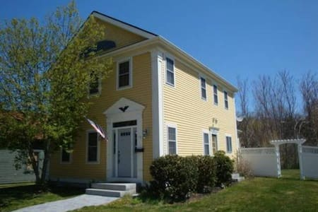 Charming Home in Downtown Mystic - mystic - Hus