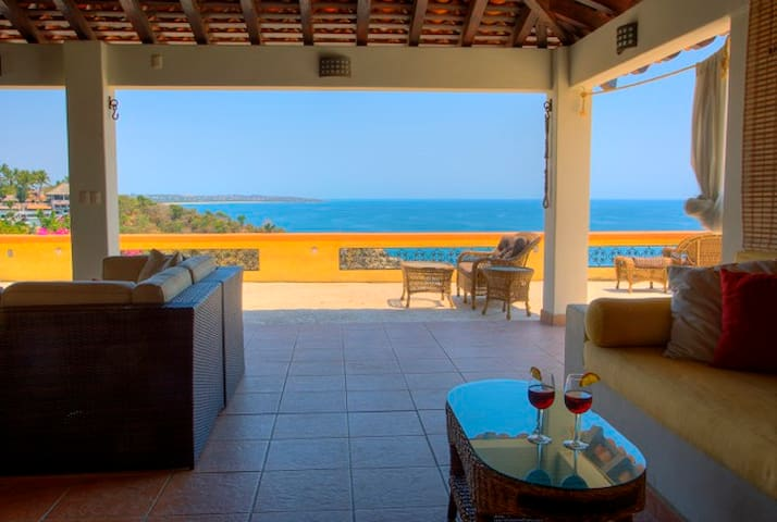 Ocean Front Carrizalillo Penthouse