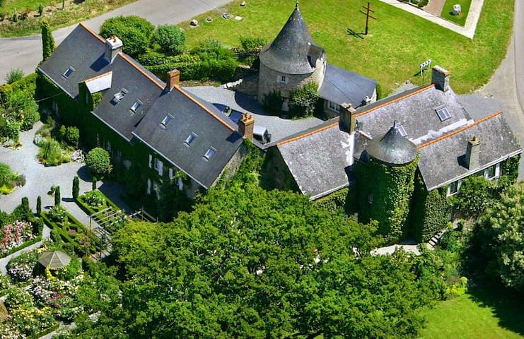 Manor De Chalandes - Langon - Zamek