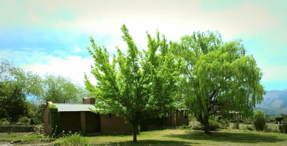 Casa equipada y amplio Jardín-a 100 mt RIO CHURQUI