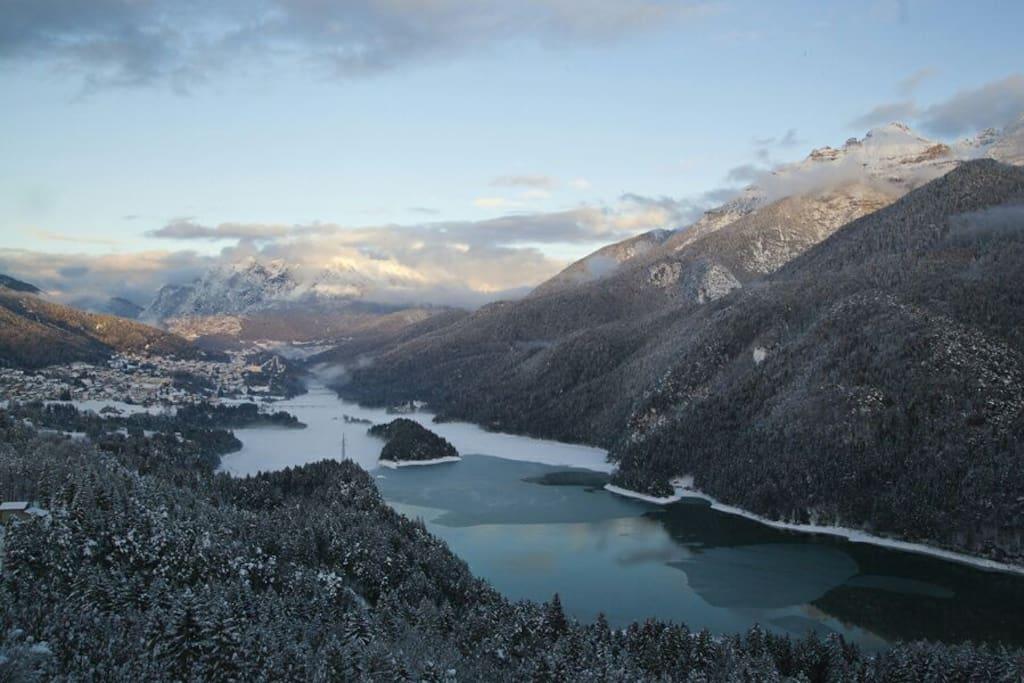 Vista lago invernale