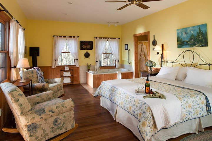 Inn & Spa at Cedar Falls Pet Friendly Cottage