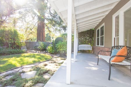 Garden view room in beautiful home - Menlo Park