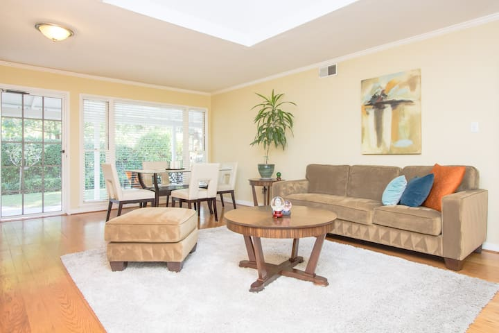Charming room with private entrance - Menlo Park - House