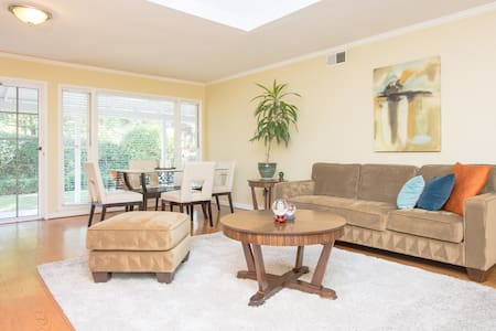 Charming room with private entrance - Menlo Park