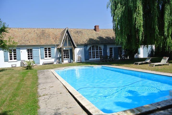 Maison 4 chambres, jardin, piscine - Tilly - Hus