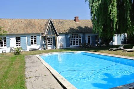 Maison 4 chambres, jardin, piscine - Tilly