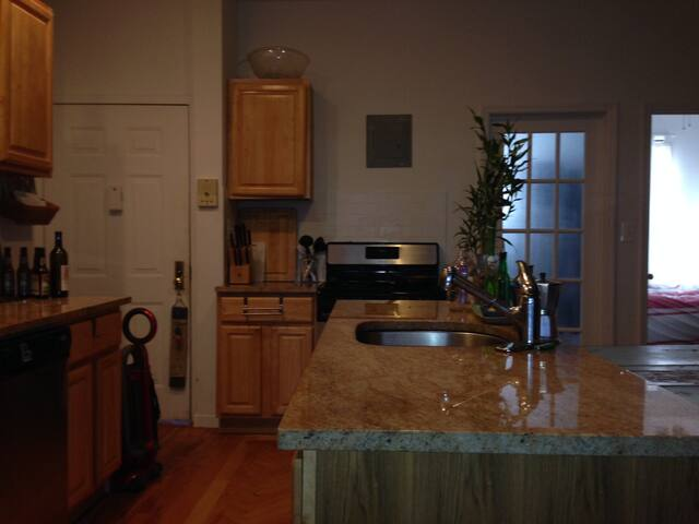 Shard kitchen. Granite counters, Gas stove. Dishwasher