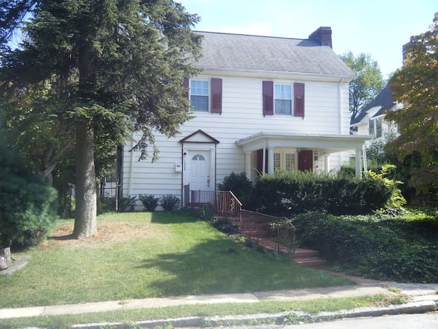 Private room in family home - Wynnewood - Ev