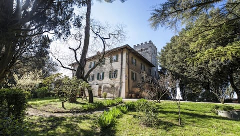 PENTHOUSE in small medieval castle near Florence