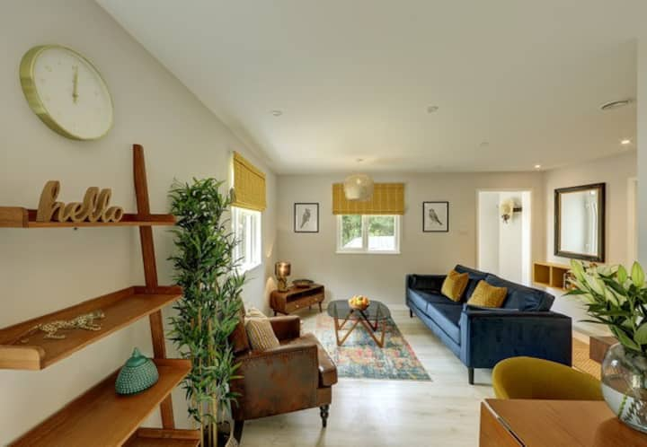 Immaculate Cowbridge Farm Retreat