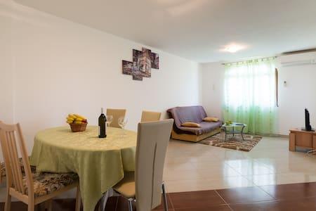 Apartment Kanegra Mudric 4+2 Wifi - Valica